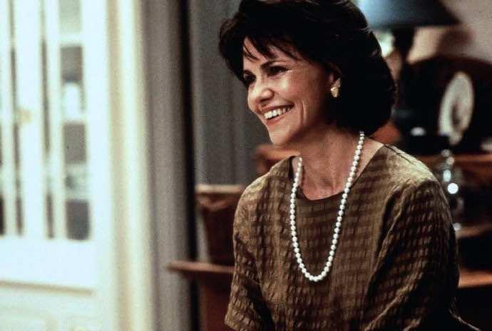 Sally Field Open To Appearing In Mrs Doubtfire 2 Htf
