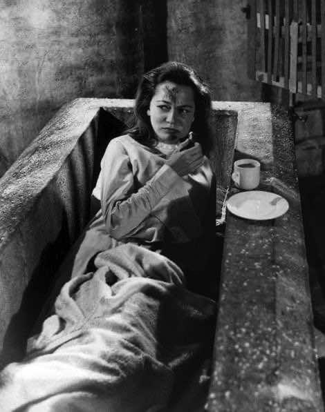 Carol Marsh on-set in Dracula, 1958