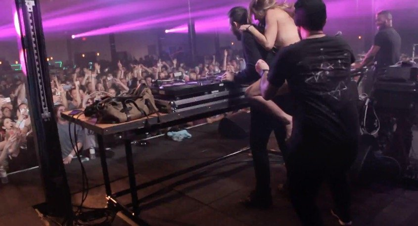 Naked Girl Invades The Stage At Keys N Krates Tampa Show