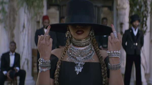 beyonce-middle-fingers-formation
